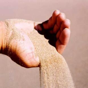 Песок выручит в гололёдицу